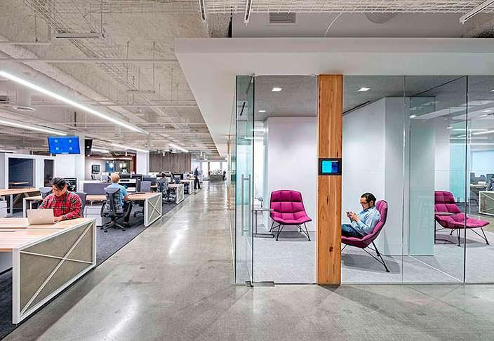 Стеклянные кабинеты в офисе Uber