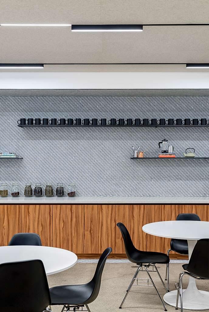 Дизайн-интерьера столовой в современном офисе Uber