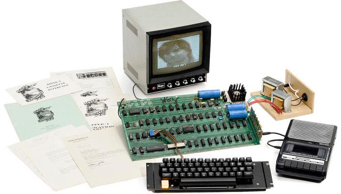 Раритетный компьютер Apple-1