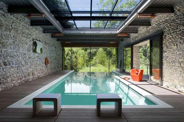 Бассейн в стеклянном доме