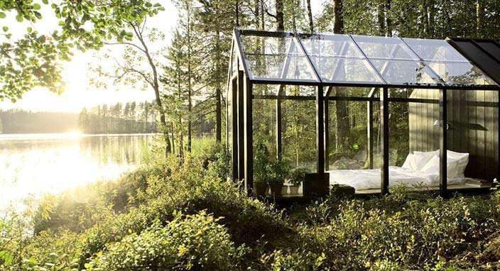 Небольшой стеклянный дом в Финляндии