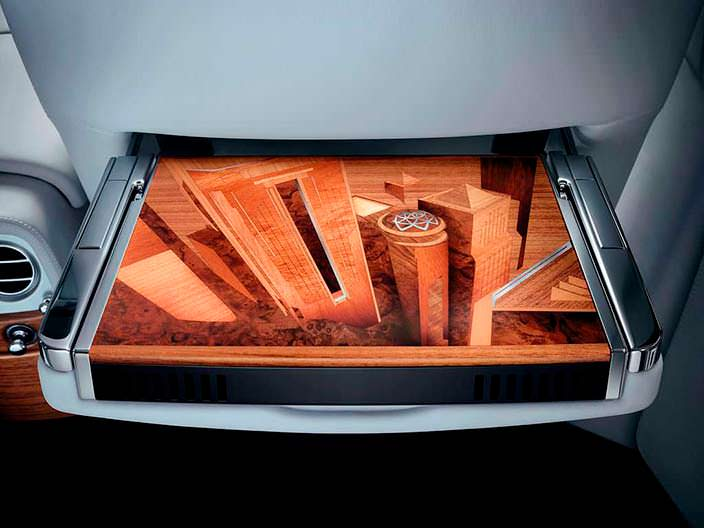 Фото | Раскладной стол в салоне Rolls-Royce Phantom