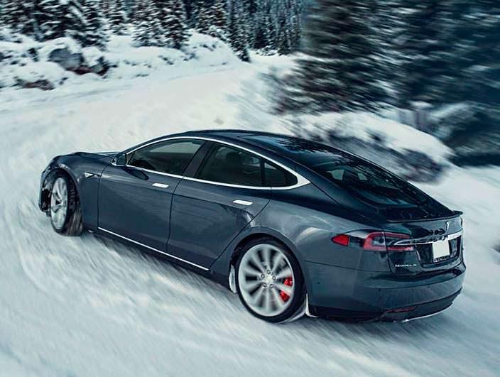 Зимние фотографии Tesla Model S P85D