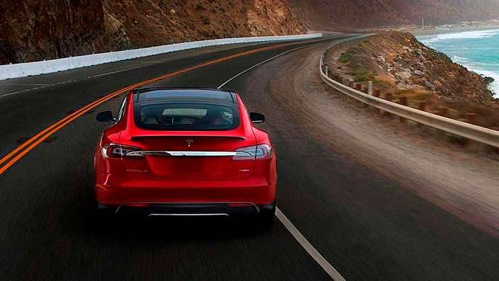 Фото | Tesla Model S P85D на дороге
