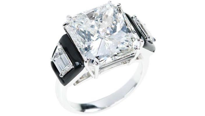 Дизайнер Никос Коулис показал ювелирные обручальные кольца