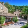 Джонни Депп продает небольшую деревню во Франции