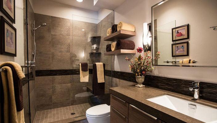 Душевая кабина в маленькой ванной комнате | фото