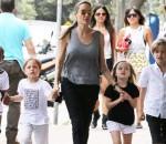 Приемная дочь Джоли хочет вернуться в Африку к родной матери