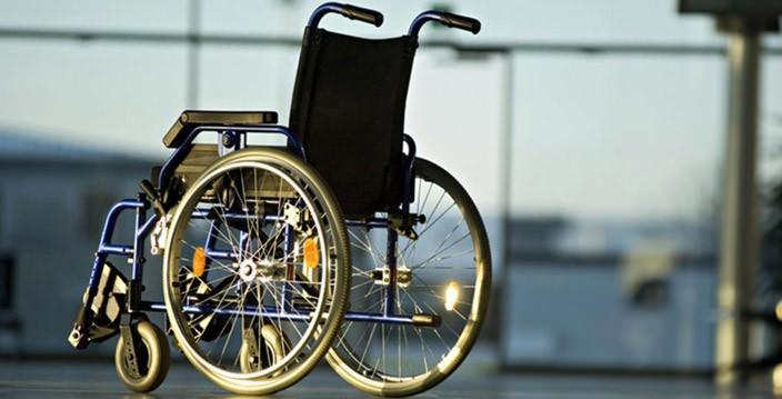 Мужчину с параличем обеих ног научили ходить без экзоскелета