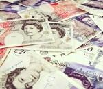 Новые пластиковые деньги введет в оборот Великобритания