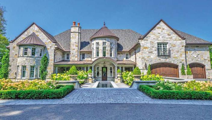 Каменный дом у озера В Квебеке установил рекорд цены | фото