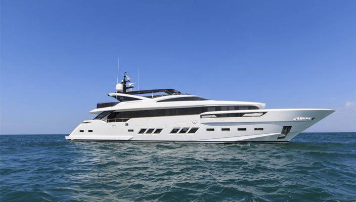 Суперъяхта Dreamline 34 от итальянской верфи DL Yachts | фото