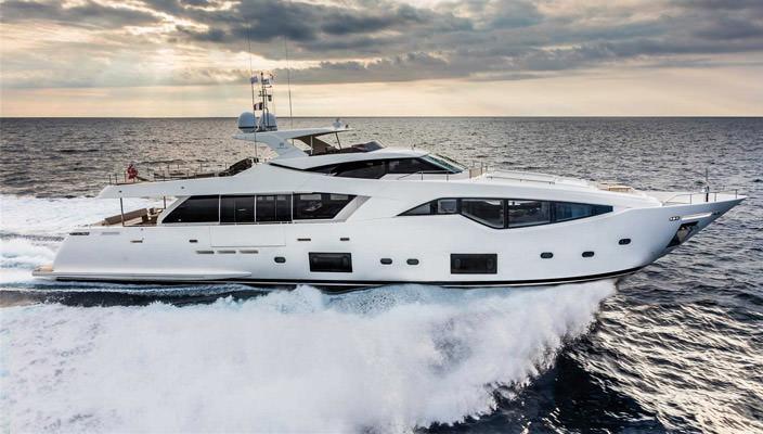 Фантастическая яхта Ferretti's Custom Line 108   34 фото