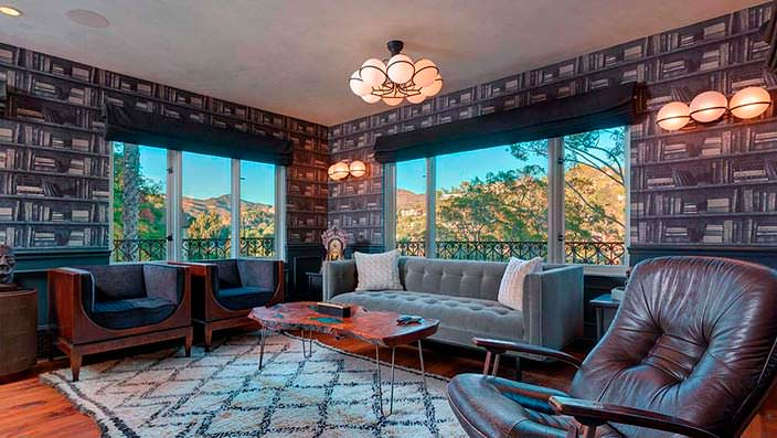 Домашний кабинет с панорамой на Лос-Анджелес