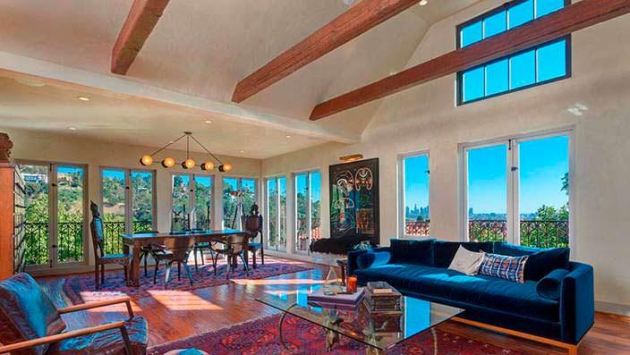Дом знаменитости с видом на Лос-Анджелес