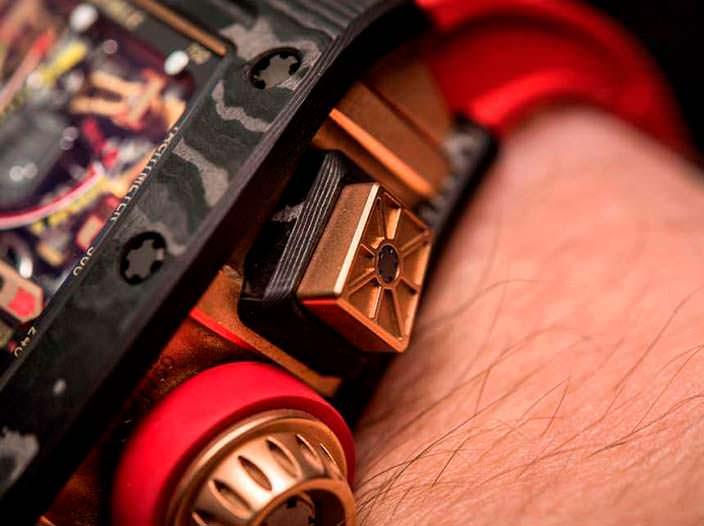 Часы с красным ремешком Richard Mille