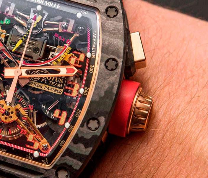 Часы в карбоновом корпусе от Richard Mille