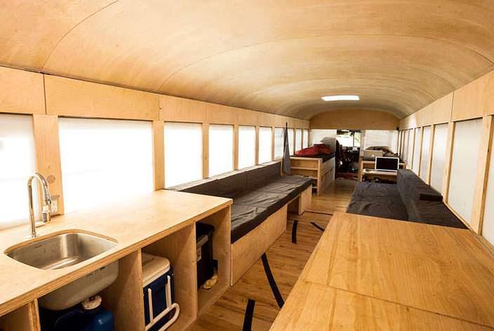 Дом-автобус внутри