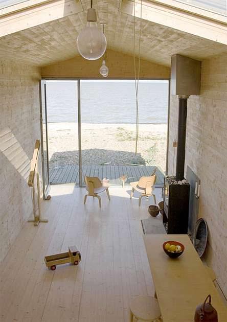 Интерьер деревянной комнаты