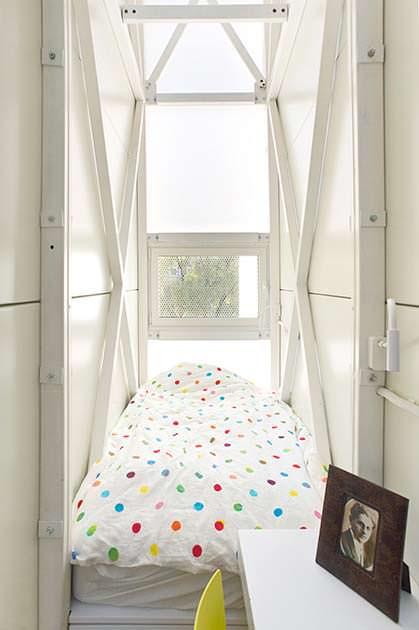 Тесная спальня