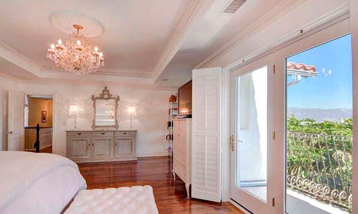 Спальня с видом на Голливуд