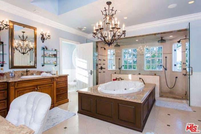 Двойной душ в ванной