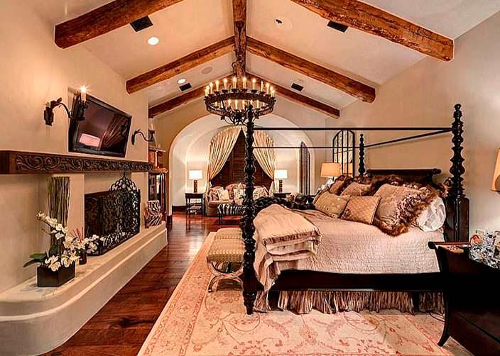 Интерьер спальни с камином