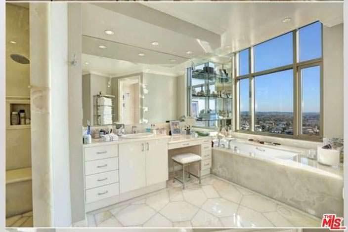 Ванная с панорамным видом