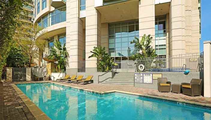 Мать Джиджи Хадид продает квартиру в Лос-Анджелесе | цена