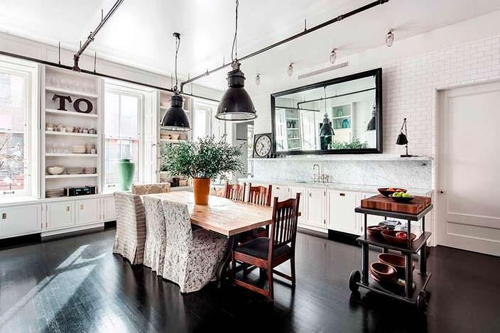 Просторный интерьер кухни