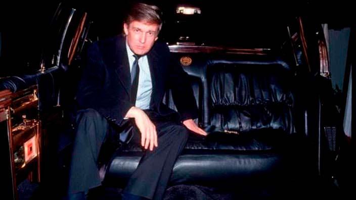 Дональд Трамп в лимузине Кадиллак