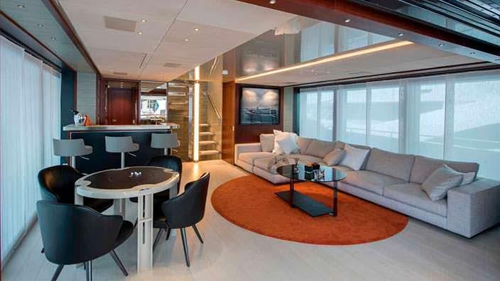 Собственный бар на яхте