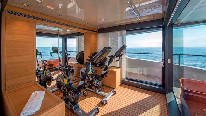 Тренажёрный зал на яхте