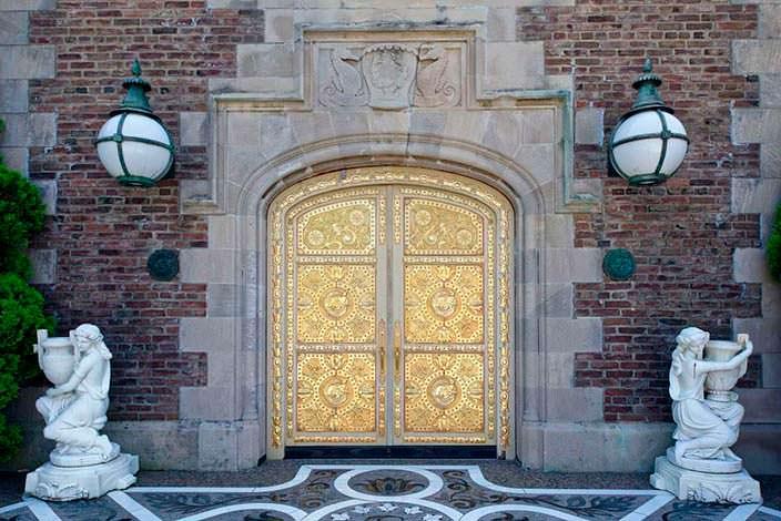 Фото | Позолоченные двери в замке на Лонг-Айленде