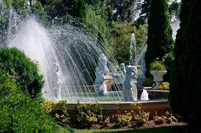 Фото | Фонтаны и статуи на участке виллы