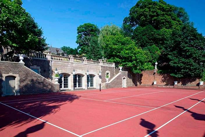 Фото | Частный теннисный корт на территории виллы