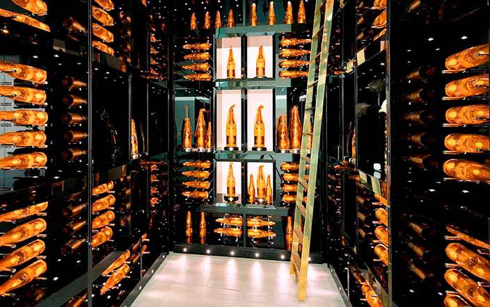 Хранилище шампанского в доме