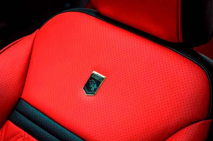 Логотип USSV на спинках сидений
