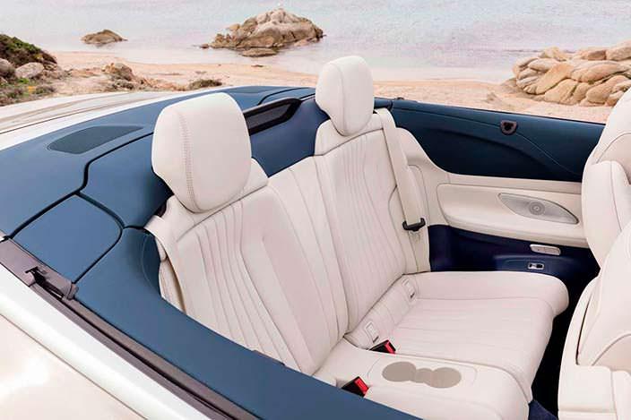 Задние сиденья в Mercedes-Benz E-Class Convertible