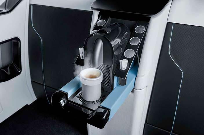 Кофемашина в салоне минивэна