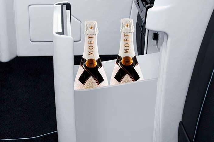 Мини-холодильник в Мерседес V-Class от Brabus