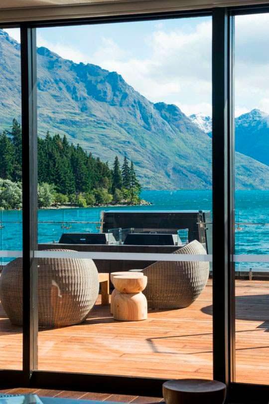 Вид на озеро Вакатипу в Куинстауне, Новая Зеландия
