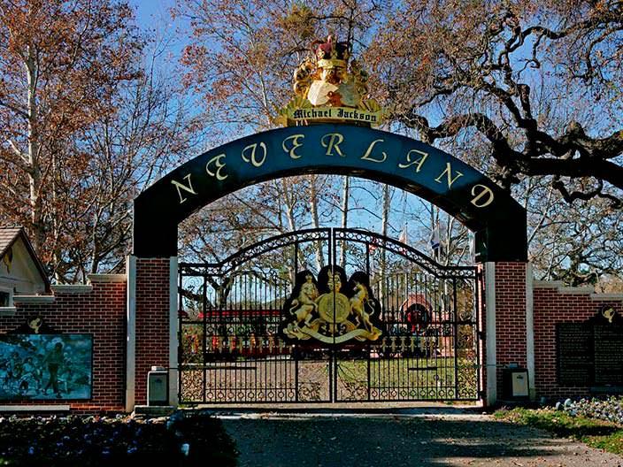 Ворота в Neverland Ranch в Калифорнии