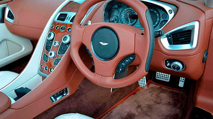 Фото | Спортивный руль Aston Martin Vanquish Volante AM37