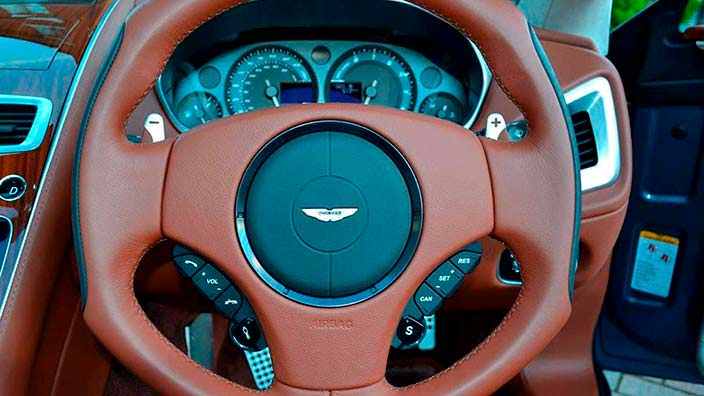 Фото | Руль Aston Martin Vanquish Volante AM37