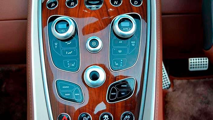 Фото | Центральный тоннель из палисандра в Aston Martin