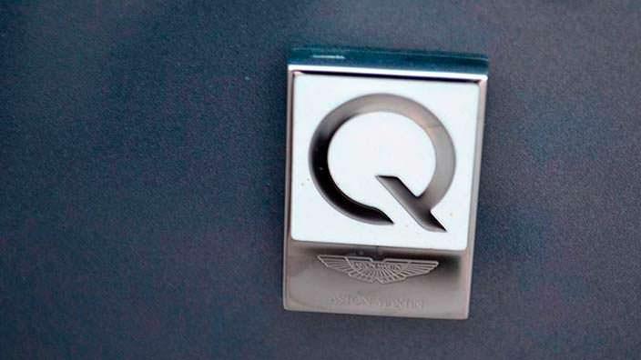 Фото | Логотип Q в салоне Aston Martin Vanquish Volante AM37
