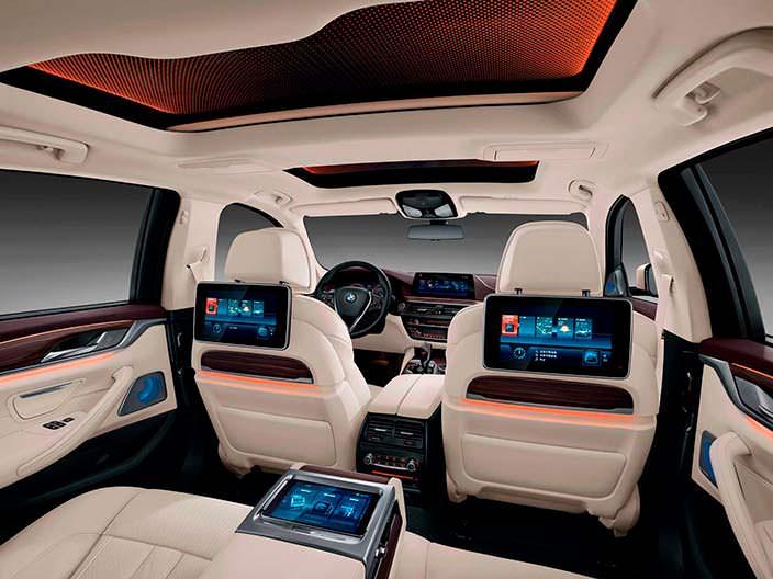 Салон BMW 5-Series Li: мониторы для задних сидений