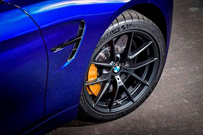 Фото | 2018 BMW M4 CS: желтые суппорты