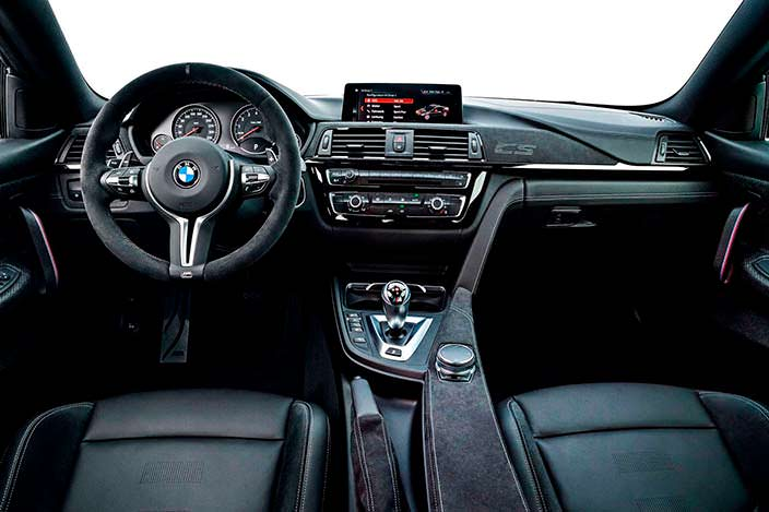 Фото салона BMW M4 CS